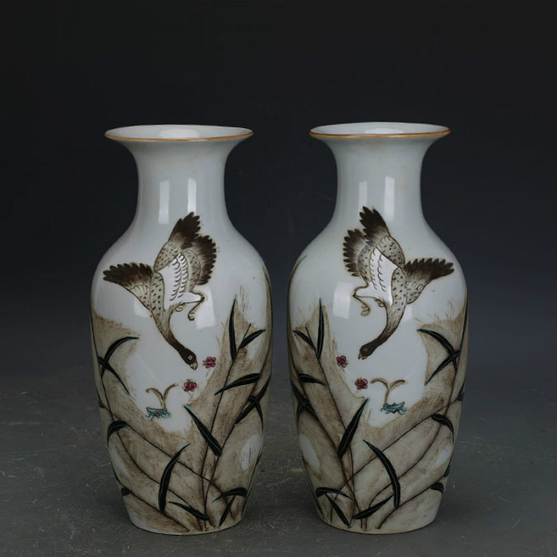 a pair of Antique Minguo Hand Painted wild geese flying among reeds Classic Decoration Ceramic Flower Vasesa pair of Antique Minguo Hand Painted wild geese flying among reeds Classic Decoration Ceramic Flower Vases