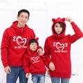 Семьи сопоставления одежда отец мать и сын 2016 осенью и зимой с Длинным рукавом С Капюшоном свитер с двумя карманами Love hearts
