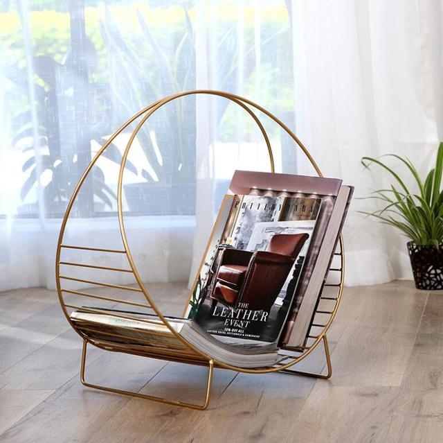 Living Room, Books And Newspapers, Floor Type, Modern