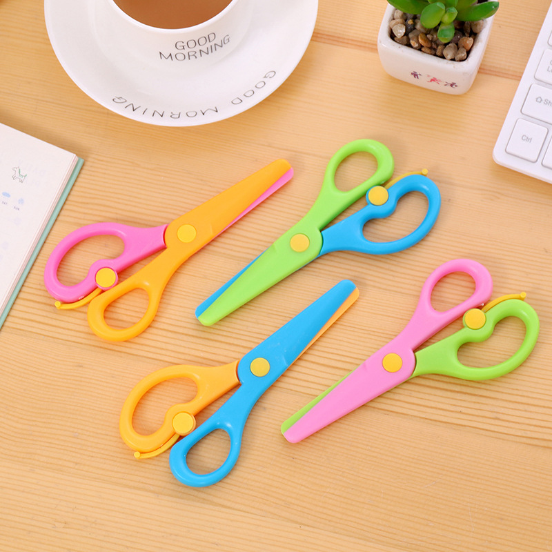 10 Pcs/lot Mini Safety Round Head Plastic Scissors For Children Kids Student Paper Cutting Minions DIY School Stationery