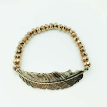 Contas de Vidro Cor de cobre Butterful Bracelet & Bangle Elastic Folha Pena do Metal Pulseiras Para Mulheres Handmade pulseira masculina