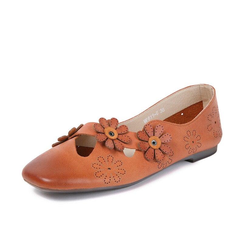 Korea Stijl Vierkante Teen Zachte Zool Chocolade Schoenen Hollow Out Flower Retro Flats Lente Herfst Comfortabele Flats Lady Drving Schoenen-in Platte damesschoenen van Schoenen op  Groep 1