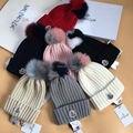 Alta Qualidade de Pele do Inverno Chapéu Skullies Beanie Cap Com Gradiente cores Bola de Pele de Raposa Real Para As Mulheres Meninas Engrossar Malha gorros