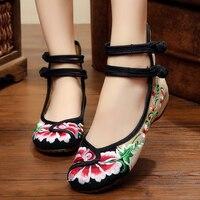 Chinois Femmes Chaussures Vieux Pékin Fleur Brodé Chaussures 2017 Nouveau Type Printemps Été Occasionnel Plat Confortable Doux Toile Chaussures