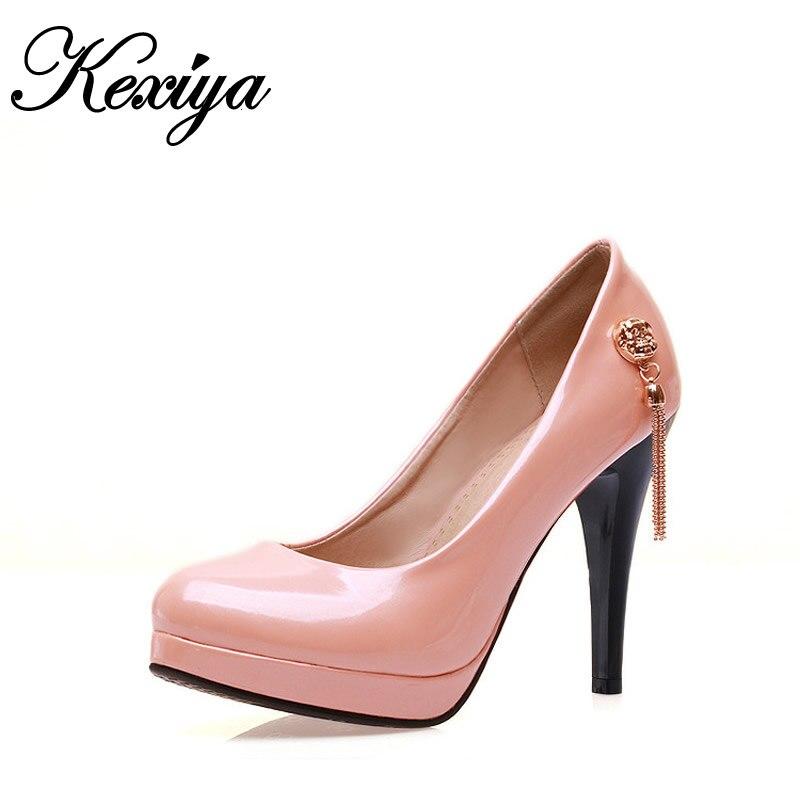 2016 ukuran Besar 34-43 Musim Semi Musim Gugur wanita pompa Partai sexy  Round Toe dekorasi logam rumbai Slip-pada sepatu hak tinggi zapatos mujer 382657d0fa