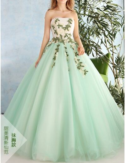 83e9043eb2105 US $299.0 |100%real daisy flower embroidery Medieval Renaissance gown Sissi  princess dress Victorian /Marie/ Belle Ball cosplay dress-in Movie & TV ...