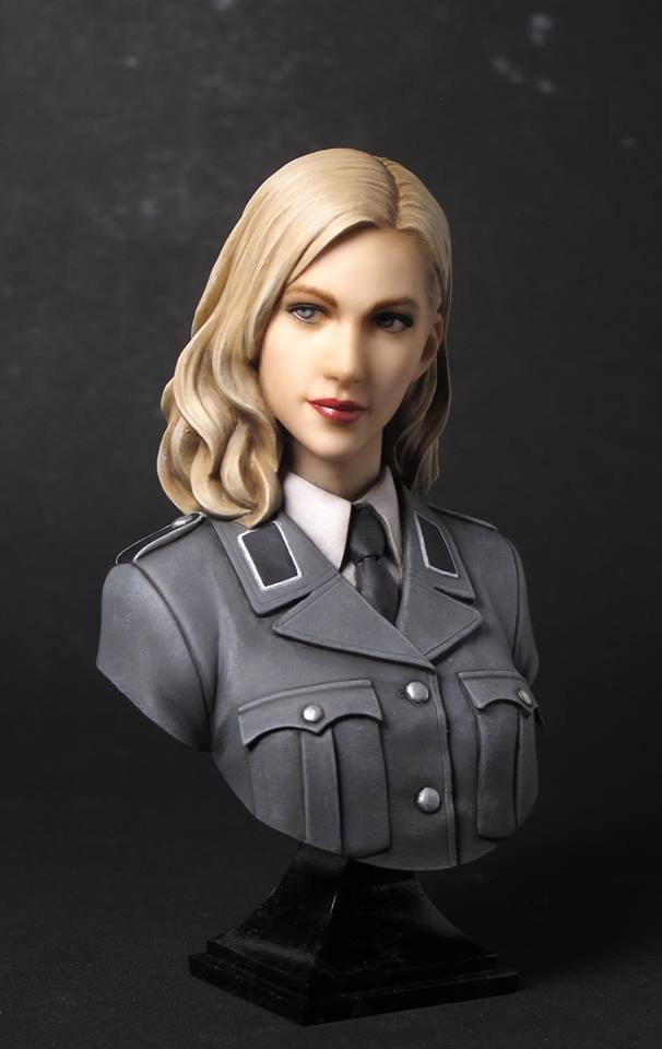 Unpainted Kit 1/ 10 WWII German woman Officer bust figure