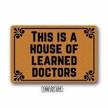 """Это дом опытных докторов-забавные Ковры Персонализированные прочный машинная стирка в помещении/уличный дверной коврик 1""""(W) x"""