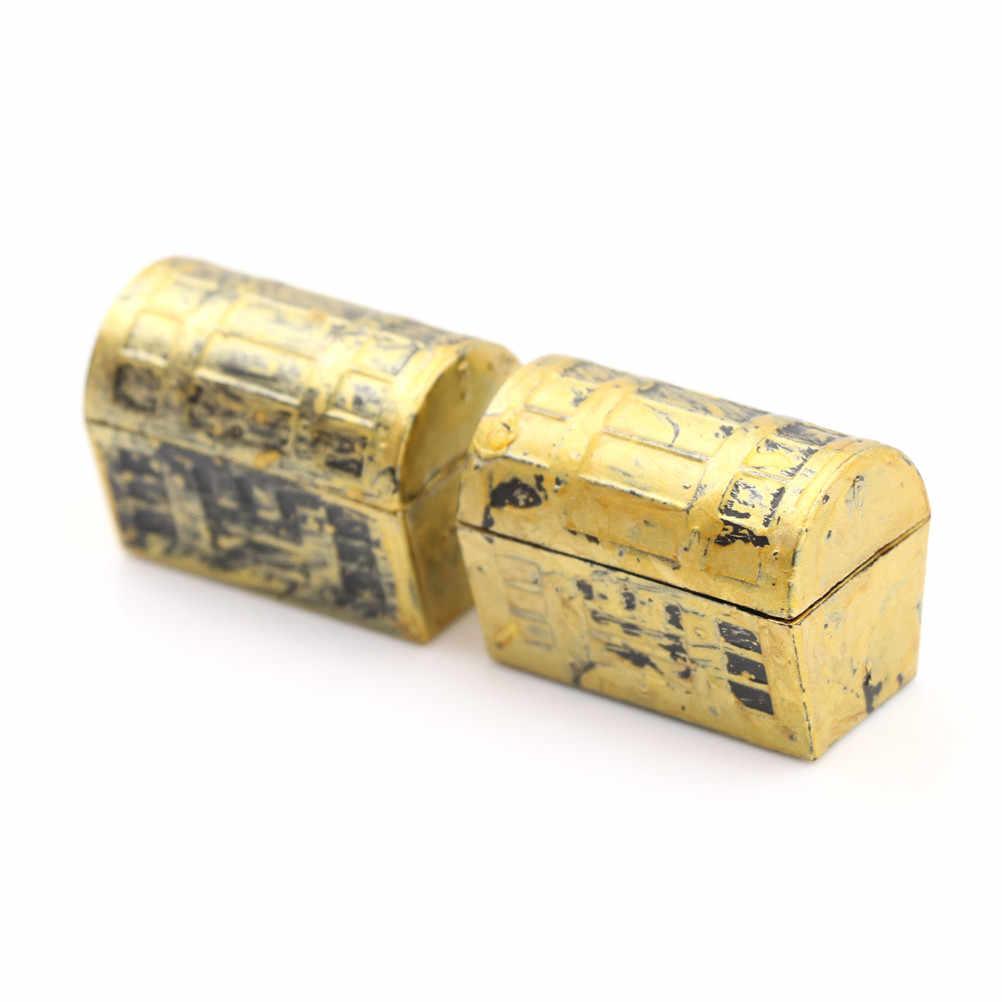 2Pcs Vintage Kotak Harta Karun Rumah Boneka Miniatur Mini Bajak Laut Kotak Kotak Perhiasan Anak-anak Bermain Mainan untuk Rumah Boneka Aksesoris
