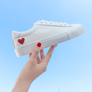 Image 2 - Mulher sapatos de couro moda nova mulher sapatos de couro do plutônio senhoras respirável bonito coração apartamentos sapatos casuais sapatilhas brancas da forma