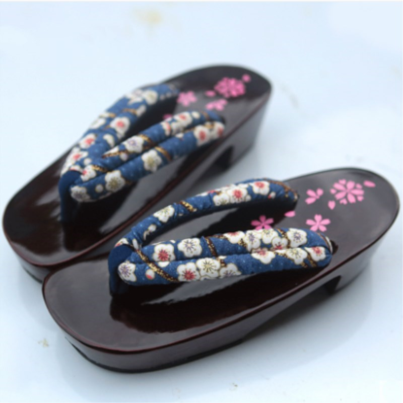 2018 Summer women Sandals 3 colors Japanese Clogs Geta Wooden Slippers Cosplay Women Bench Geta Flat Heel Slippers Shoe geta