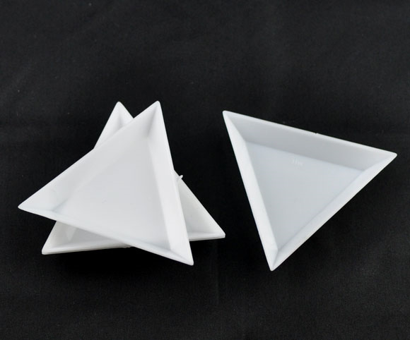 DoreenBeads 20 White Plastic Triangular Sorting Trays 64x73x10mm (B09156)