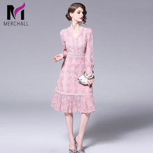 Merchall 2019 New Spring Fashion Runway Lace Dresses Womens Long Sleeve Elegant V-Neck Vintage Pink Dress Party