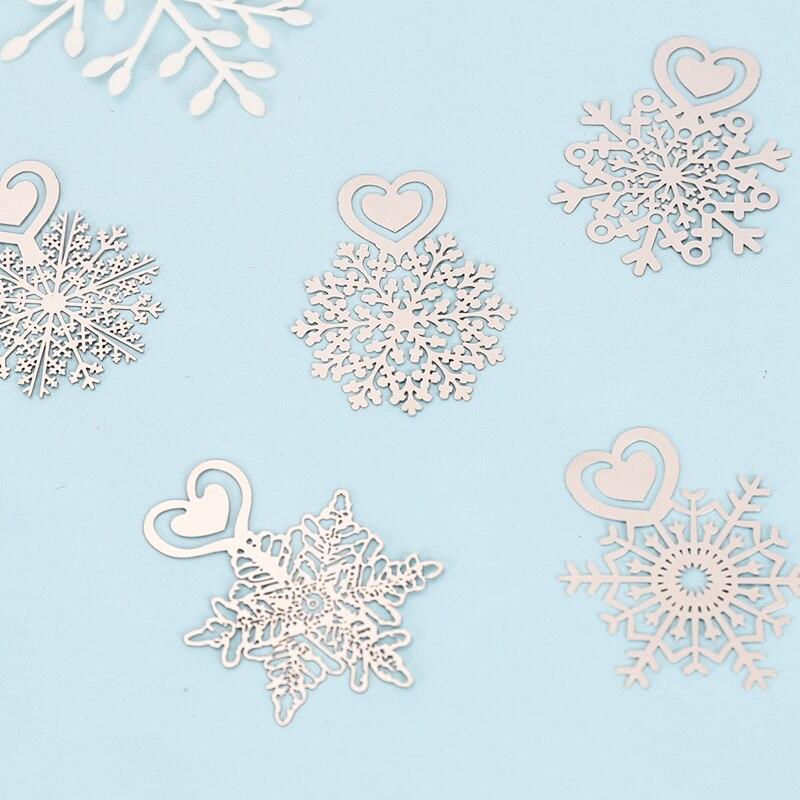 Купить с кэшбэком Cute Kawaii metal snow bookmarks mini bookmark stationery bookmarks Lovely Cartoon Promotional Gift school supplies papelaria