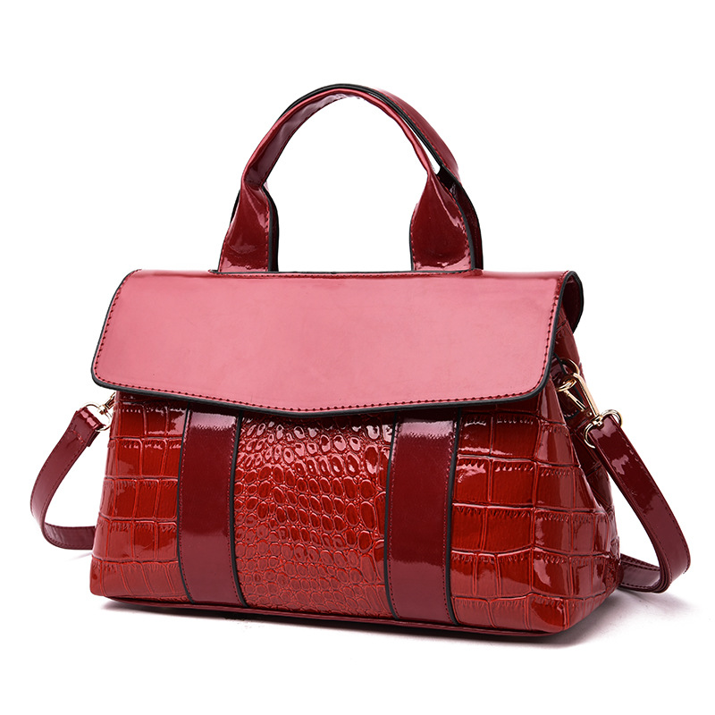 Women hands 2019 new European and American fashion Joker shoulder diagonal portable women 39 s hands bright crocodile pattern sbag in Shoulder Bags from Luggage amp Bags