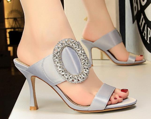 Mujer sexy metal strass hebilla de tacón alto slide lady silk peep toe sandalia mujer slip on slipper nightclub zapatos de banquete