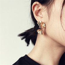 Golden s-shaped chic stud earrings Three-dimensional space abstract rotation distortion Smooth