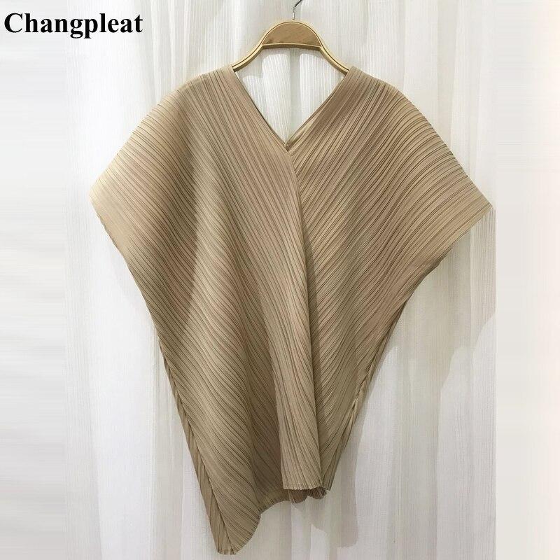 Kadın Giyim'ten Tişörtler'de Changpleat2019 Yaz Yeni düzensiz v yaka Kadın T shirt Miyak Pilili Moda Katı Gevşek Büyük Boy Elastik Üstleri T shirt Gelgit'da  Grup 1