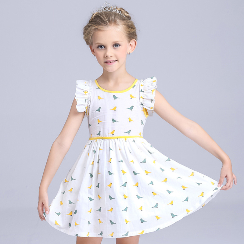 This girls' dress by Moon et Miel is defined by a paisley print, a fun flounce around the neckline, and a couple of perfectly slouchy pockets. A summer go-to, fresh and easy in .