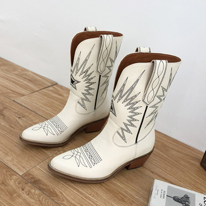 Image 2 - Buono Scarpe Embroider Women Boots Med Heels Retro Knight Boots Female Genuine Leather Botas Mujer Western Cowboy Sale Boots2019