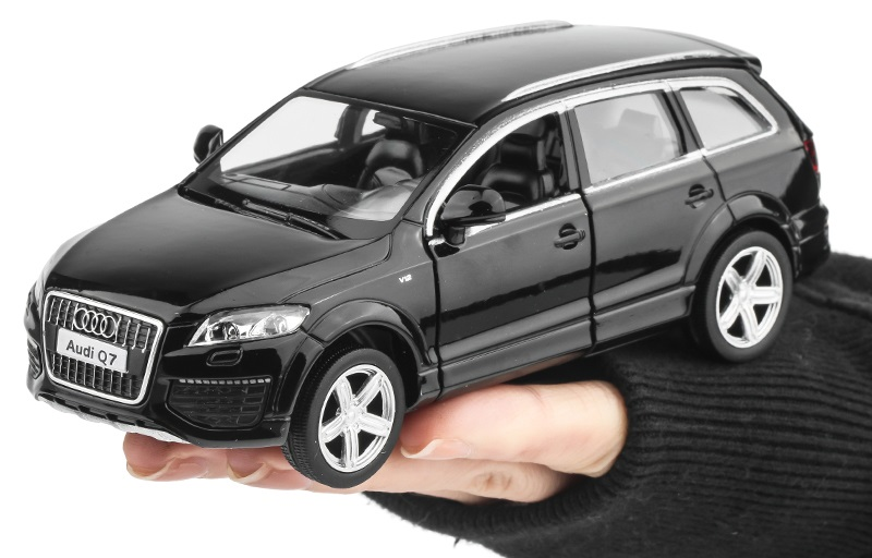 1:36 Audi Q7 SUV alloy SUV alloy back to the car model children model toy car