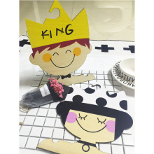 ФОТО INS king /queen Receive real wood hangers boutique creative cartoon avatar pictures to decorate children room hangers