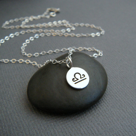 collier homme balance