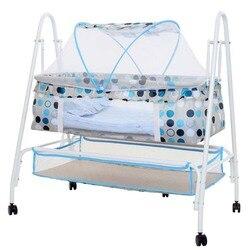 سرير هزاز للأطفال ، سرير هزاز للأطفال متعدد الوظائف ، أرجوحة للأطفال مع 4 عجلات ، مهد للأطفال مع ناموسية