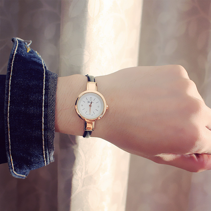 New Fashion Watch Women Simple Elegant Style Leather Strap Small Sliver Dial Casual Quartz Watch Ladies Popular Clock