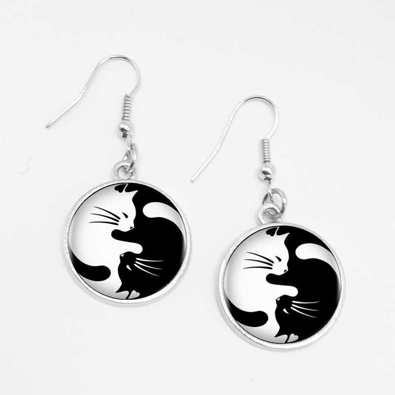 LETS SLIM 1 Pair Black and White Glass Two Cat Fashion Earrings Charm Pet Cat Earrings To Map Private Custom