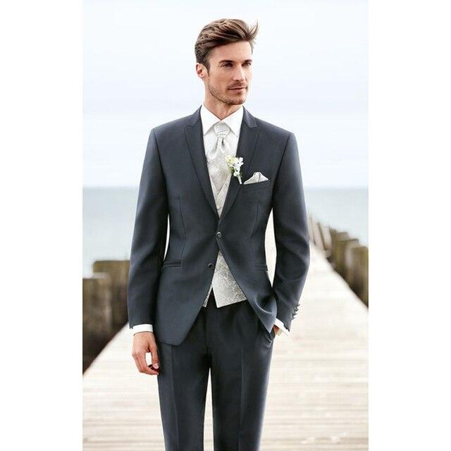 47f56bcd9 Alta calidad dos botones gris oscuro smokinges del novio de solapa de pico  padrinos de boda