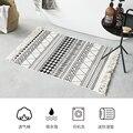 Скандинавские тканые кисточки прикроватный ковер абсорбирующие черно-белые полосы коврик для ванной комнаты
