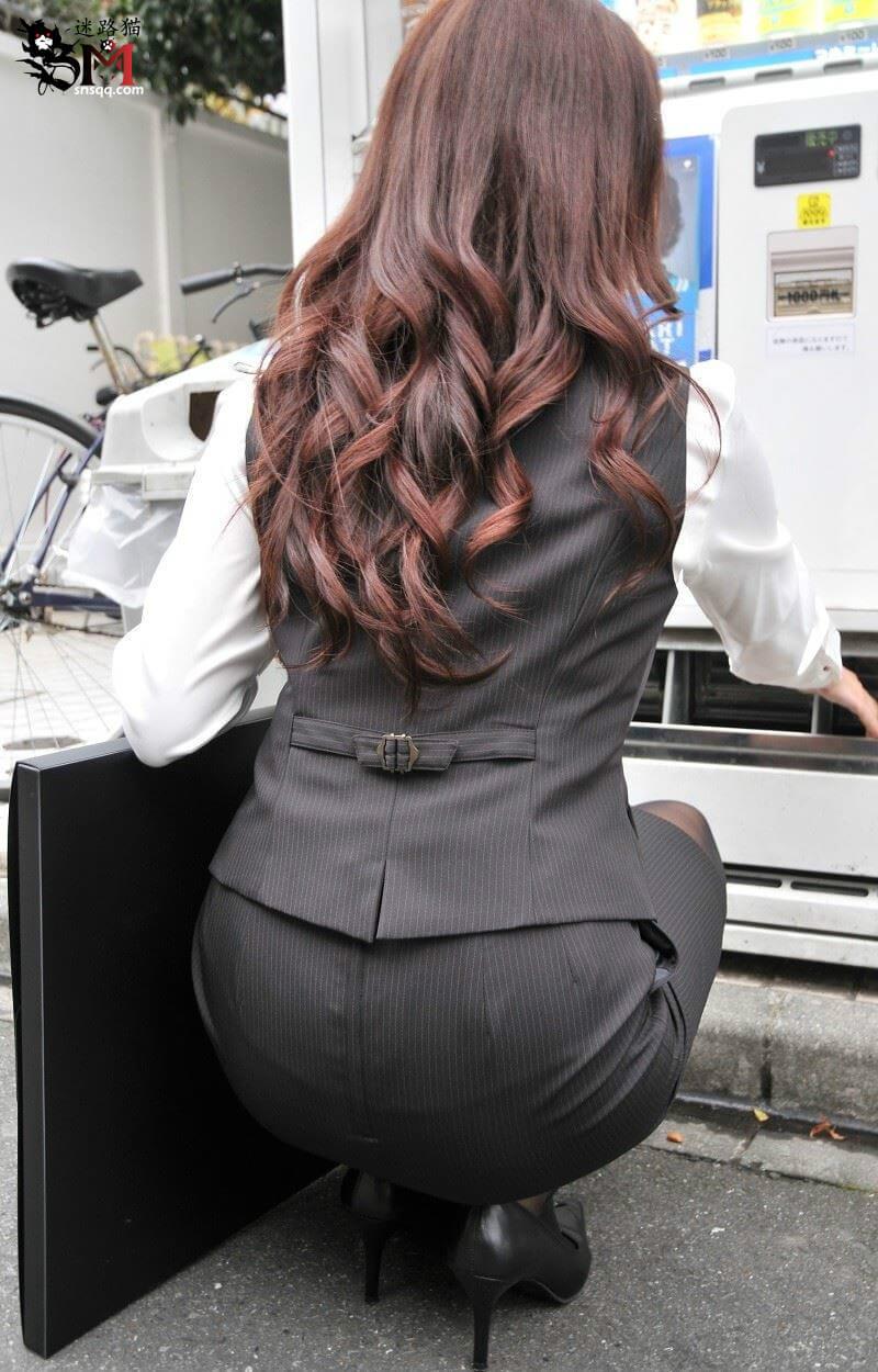 OL办公室女白领职员蹲着的时候就是恋臀者最开心的时候