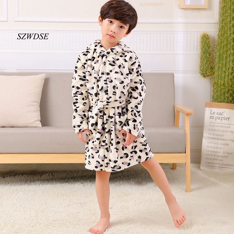 все цены на 2018 Children's Autumn Winter Flannel soft warm long Robes boys/girls' cow/Leopard/star printed sleepwear kids nightwear pajamas онлайн