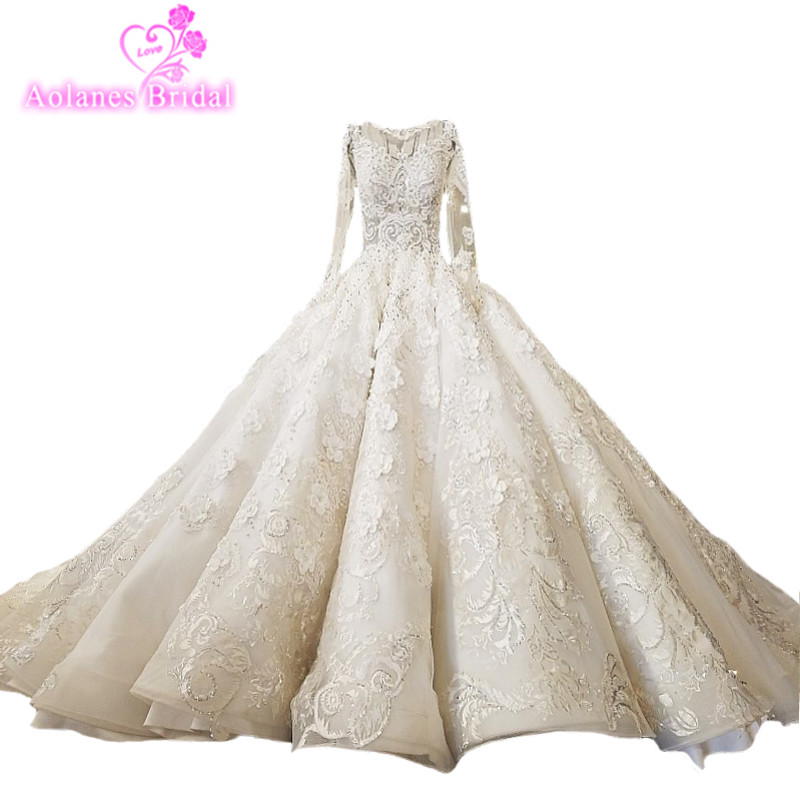 2018 Luxury Dubai Arabic Natural White Champagne Lace Bridal Gowns Cathedral Train Waves Ball Gown Vintage Wedding Dresses Real in Wedding Dresses from Weddings Events