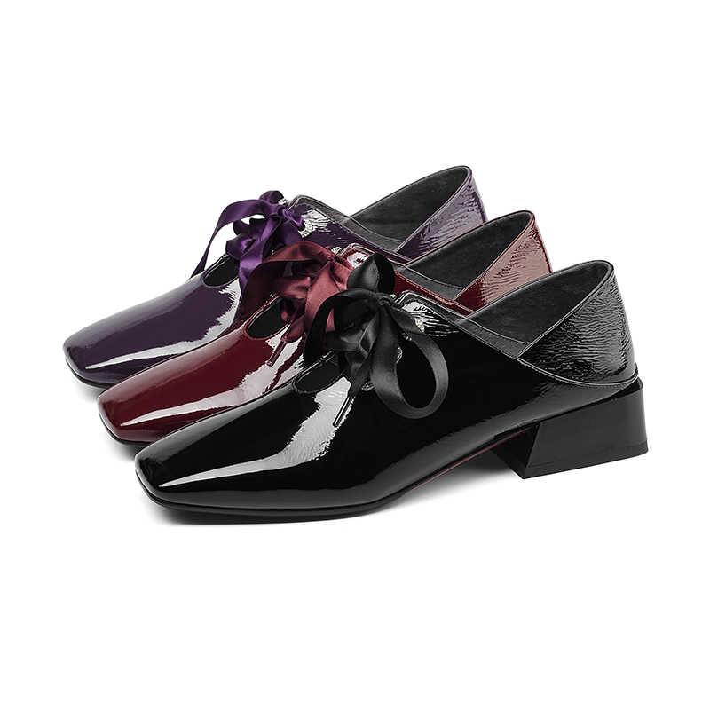 BEIJO Molhado couro De Patente Mulheres Bombas Do Dedo Do Pé Quadrado Sapatos Femininos Saltos Grossos Calçados Cruz Amarrada Mulas sapatas Da Mola mulher 2019 nova