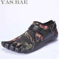 Yas Bae Camouflage Große Größe China Marke Design Gummi mit Fünf Finger Outdoor Lederbeständig Atmungsaktive Licht Gewicht Schuh für Männer