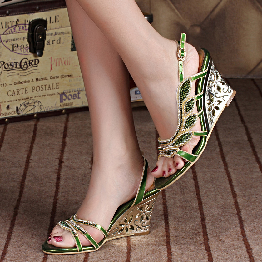 2017 Summer Fashion Sexy Girl Flower Crystal Leather Wedges High Heels Women Sandals Peep Toe Woman Evening Party Wedding Shoes