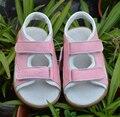 Маленькие девочки пляжные сандалии из натуральной кожи розовый белый лето уокер обувь 2 ремни открыть широкий маленький ребенок девочка обувь сандалии