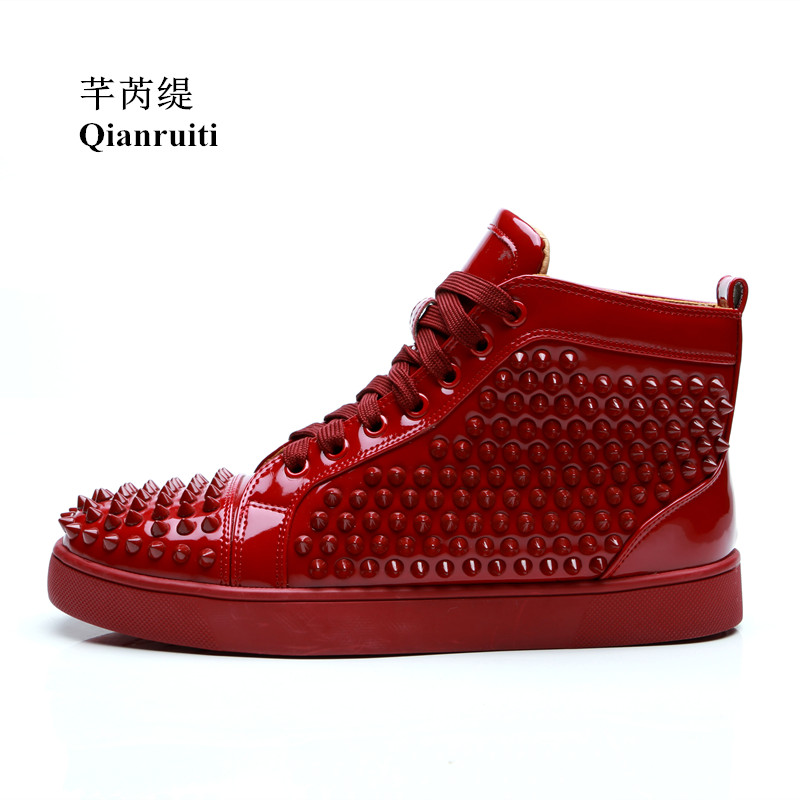 Qianruiti 2019 Men Patent Leather Studs Sneaker Lace-up Spike Flat High Top Shoes Men Rivet Runway Chaussure Hommes EU39-47 qianruiti men mixed color spike shoes fish scale patchwork multicolor rhinestone sneaker lace up flat high top men camping shoes