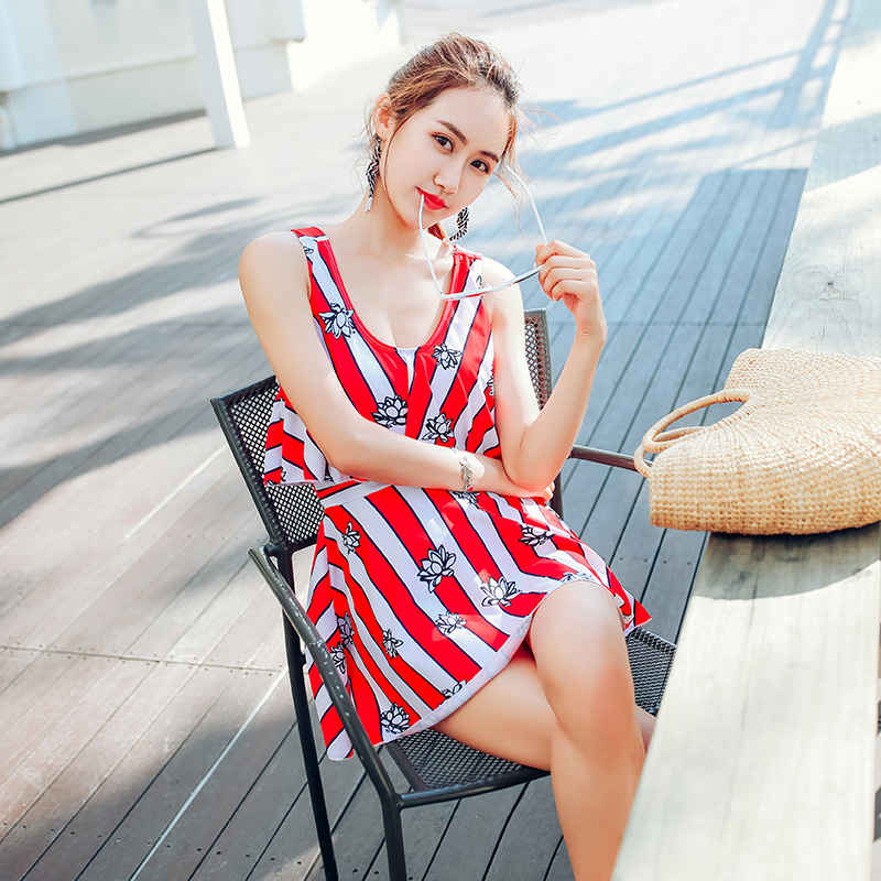 Red white stripes Print summer 2018 new Sexy women Push Up swimwear Dress type one piece swimsuit deep V women bathing suits one piece swimsuit cheap sexy bathing suits may beach girls plus size swimwear 2017 new korean shiny lace halter badpakken