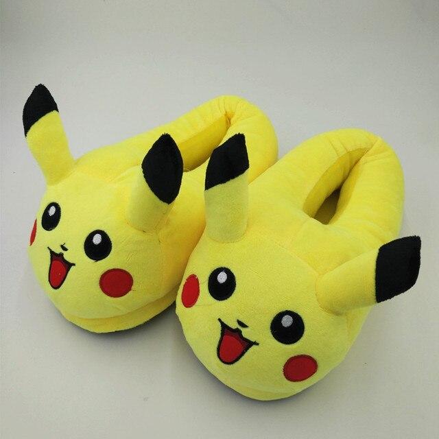 Pikachu Pantofole Peluche Del Fumetto Slipper Con Piena Espressione Delle  Donne Pantofole Mens Emoji Casa Pantofole 27f5ab08cc1