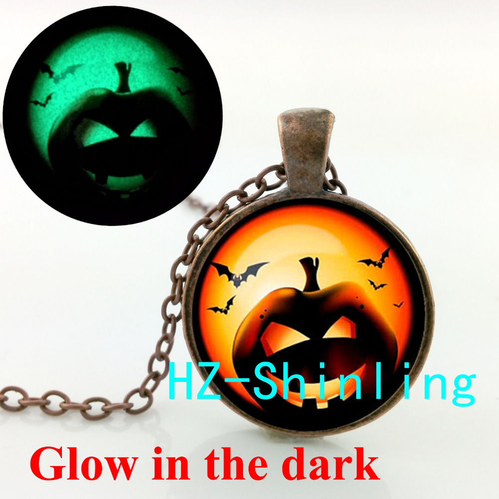 Glow in The Dark Halloween Pumpkin Glowing Necklace Halloween Pumpkin Pendant Trick or Treat Jewelry