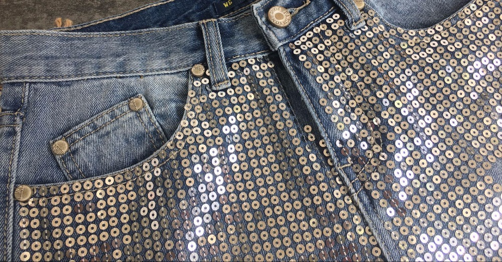 2018 Europe and the United States women`s fashion waist loose straight jeans denim pants ultra-popular metal color embroidery beads washed old holes (12)