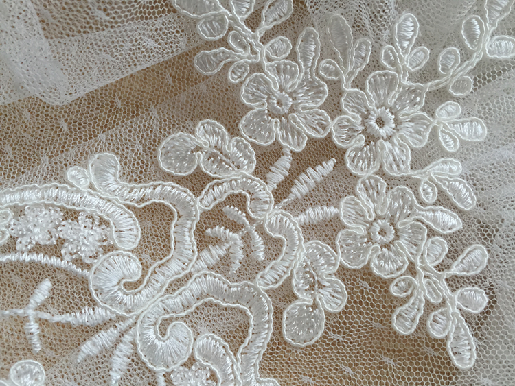 5 10 Pieces Luxury Retro Embroidered Lace Applique DIY Floral Lace Accessories Lace Trim Patch For Wedding Dress Off White Motif in Lace from Home Garden
