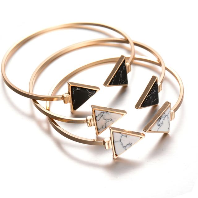 2017 New Gold Tone Punk À La Mode Blanc Noir Triangle Faux Marbleized Pierre Bracelet de Manchette Bracelet pour les Femmes Mode Bijoux