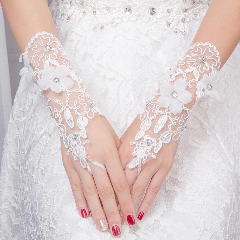 AYiCuthia 2018 Custom Made Bridal Gloves Fabulous Lace Diamond Flower Glove Hollow Wedding Dress Accessories ST13