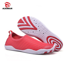 ALDOMOUR Summer Men Beach Water Shoes Outdoor Walking Shoes Barefoot Skin Shoes Breathable sapato masculino Fishing Aqua Shoes