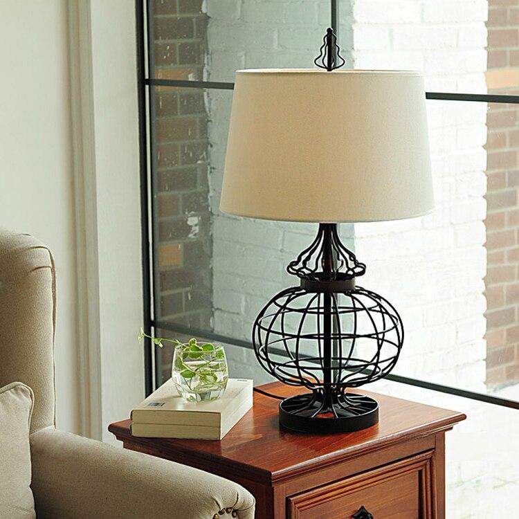 Nordique lampe de table fer chambre de chevet de mode creative Européenne style rétro décoratif lampe de table LO7104 ZL245