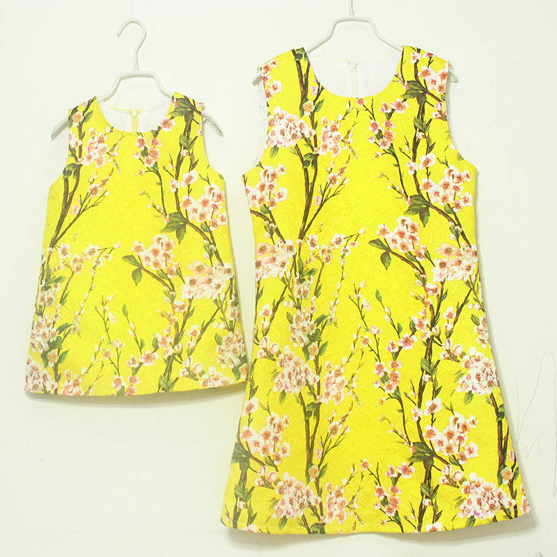 Brand A-line shape / pleated skirts Sleeveless sundresses mother and daughter dress women girls dresses family matching clothes brand a line floral embroidery pleated sleeveless skirts women girl sundresses family matching clothes mother and daughter dress
